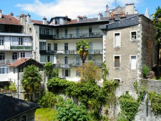 Nice Condo with Internet Access and Wireless Internet - Pau vacation rentals