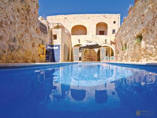 Sunny Villa in Nadur with A/C, sleeps 8 - Nadur vacation rentals