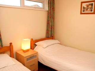 Ventonvaise 3: 2 bedroom beachside apartment - Perranporth vacation rentals