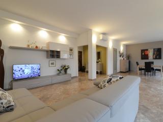 TORTORA Stylish Flat 3BR /2BTH  Centre Padova - Padua vacation rentals