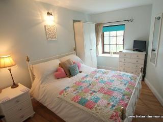 Porlock Hideaway - Cosy apartment in central Porlock - sleeps 2 - Porlock vacation rentals