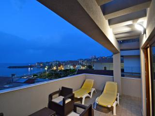 Royal Sea House - Appartamento Attico - Cefalu vacation rentals