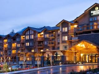 Squamish Executive Suites Perfect 1 Bedroom Condo with Pool & Hot Tub - Squamish vacation rentals