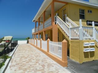 Cozy Beachfront Cottage 1b - Redington Shores vacation rentals