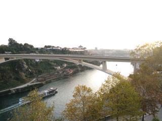 Lovely 1 bedroom Porto Apartment with Internet Access - Porto vacation rentals