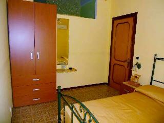 Bright 2 bedroom Marina di Vasto Condo with Television - Marina di Vasto vacation rentals