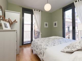 Céntrico apartamento en Gracia H7YOG22 - Barcelona vacation rentals