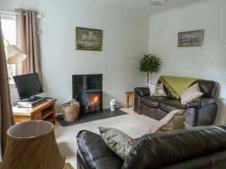 ROSE COTTAGE, semi-detached, single-storey, woodburner, shared garden, in Edzell, Ref 932833 - Edzell vacation rentals