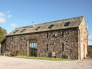 CORN RIGG COTTAGE, woodburning stove, pet-friendly, countryside views, Ousby, Ref 935096 - Ousby vacation rentals