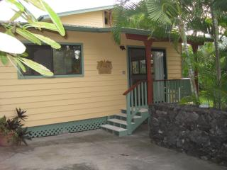 Dolphin Bay Cottage, Steps from Kealakekua Bay - Kealakekua vacation rentals
