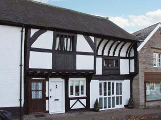 THE QUEEN'S TRUSS, luxurious cottage, Grade II* listed, original beams, Weobley, Ref 932481 - Weobley vacation rentals