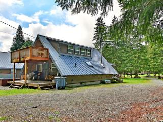 Getaway Chalet & Bunkhouse - Greenwater vacation rentals