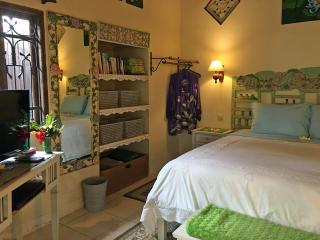 Devi's Place Ubud - peace & quiet at Lotus Cottage - Ubud vacation rentals