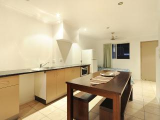 Perfect 2 bedroom Townhouse in Airlie Beach with Internet Access - Airlie Beach vacation rentals