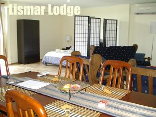 Romantic 1 bedroom Cottage in Mudgee with Deck - Mudgee vacation rentals