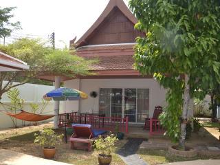 Jolie maison Thaï 55 m2 près piscine - Rawai vacation rentals