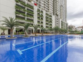 Brand New, Luxurious Condo Near LRT and MOA - Manila vacation rentals