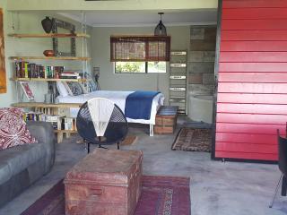 Golden View Luxury Self Catering Studio - Clarens vacation rentals