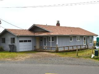 SANDY SHORES~Oceanfront home, walking distance to town and pet friendly!! - Manzanita vacation rentals