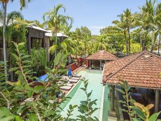 Comfortable Condo with Deck and A/C in Port Douglas - Port Douglas vacation rentals