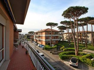 Cozy 3 bedroom Vacation Rental in Lido Di Camaiore - Lido Di Camaiore vacation rentals