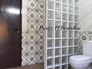 Comfortable House with Dishwasher and Short Breaks Allowed - Villamartin vacation rentals