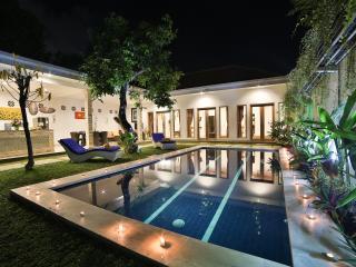 New Rainbow Villa 3BR, Seminyak - Seminyak vacation rentals