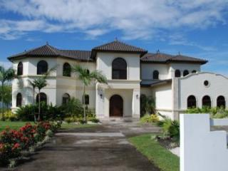 Spacious Villa with Internet Access and A/C - David vacation rentals