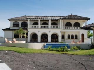 Spacious 4 bedroom Villa in David - David vacation rentals