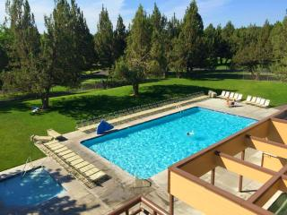 Eagles Crest Resort - 2 Bedroom Villa - Great Loca - Redmond vacation rentals