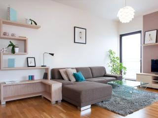 Modern Riverside Apartment with Secure Garage & Vi - Prague vacation rentals