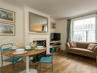 2BR Chelsea Garden Apt close to the tube - London vacation rentals