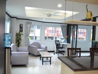 Triple size apartment (255/256) - seeview-Jomtien - Jomtien Beach vacation rentals