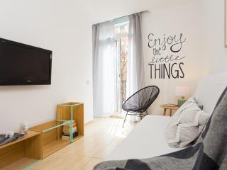 Casa Cosi - Creu Coberta - Barcelona vacation rentals