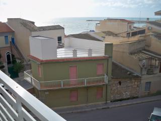 Attico con vista mare a 50 metri dalla spiaggia - Scoglitti vacation rentals