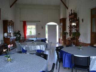 Bright 7 bedroom Farmhouse Barn in Reims - Reims vacation rentals