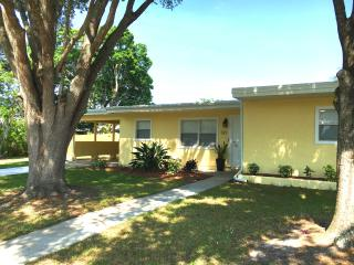 Downtown Sarasota updated bungalow - Sarasota vacation rentals