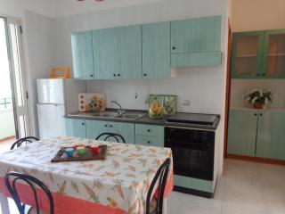 Bilocale 2/4 persone in Baia Verde  a - Baia Verde vacation rentals