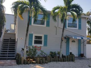 Just Steps to Downtown, Shops, Restaurants, Pier, & Beach, Pet Friendly / Pool! - Fort Myers Beach vacation rentals