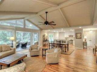 Open Floor Plan.  Designer Decorated. - Saint Simons Island vacation rentals