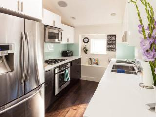 1 Bedroom Modern Laneway House in Dunbar - Vancouver vacation rentals
