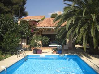 Nice Villa with Internet Access and Washing Machine - Sanary-sur-Mer vacation rentals