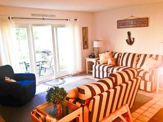Renovated, straight stairscase, close to pool, A/C, Wi-Fi & 4 pool passess (fees apply) - TR0620 - Brewster vacation rentals