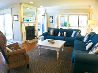 Golf Access,  Renovated, King Bed, 4 A/C's & Pool (Fees Apply) - EN0615 - Brewster vacation rentals