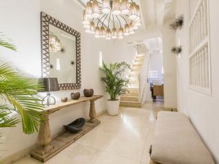 Stylish 7 Bedroom Mansion in the Old Town - Cartagena vacation rentals