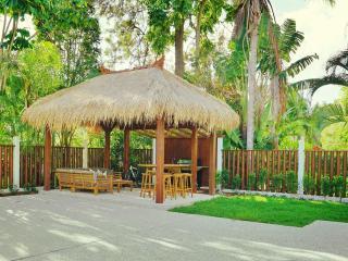 Huge 3 Bedroom Beach House 500m To Burleigh Heads - Burleigh Heads vacation rentals
