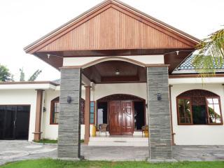 Spacious 4 bedroom Villa in Batu Layar - Batu Layar vacation rentals