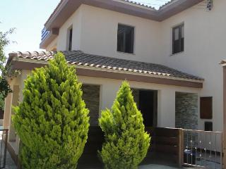 4 bedroom Villa with Internet Access in Kinousa - Kinousa vacation rentals