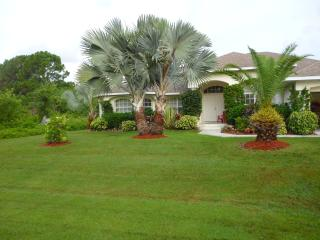 A luxury four bedroom house, with S/W facing Pool - Port Charlotte vacation rentals