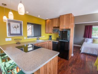 The Bungalow | Perfect for a Couple - Fairview vacation rentals